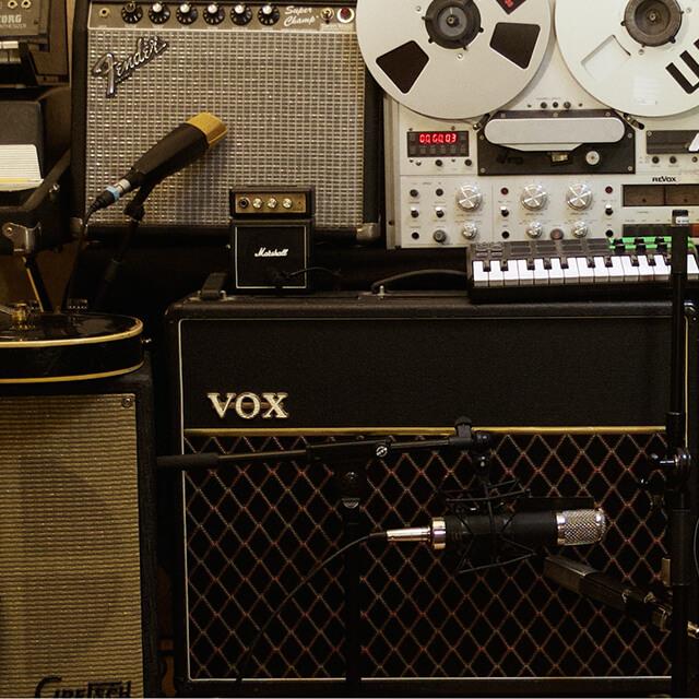 Lydproduktion. Indspilning af musik i Vanløse. The village studio