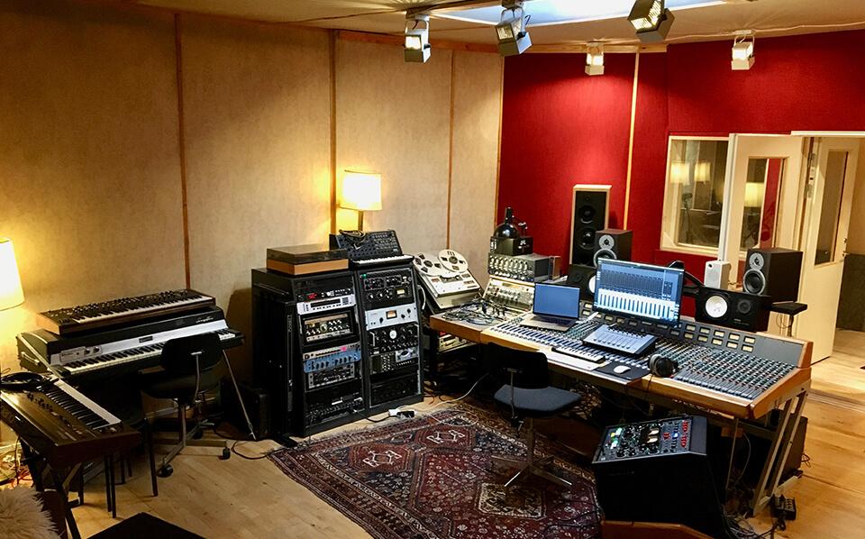 Studie i Vanløse. The Village. Mix og mastering af musik.